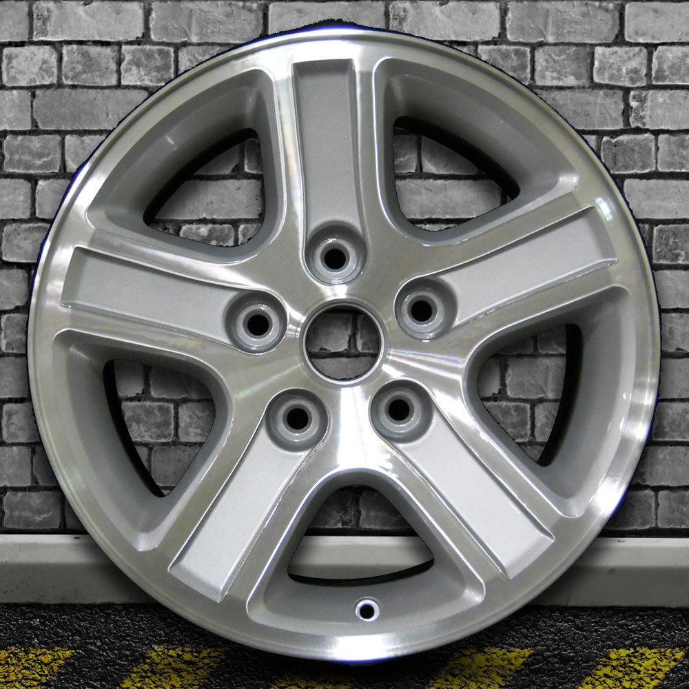 Brght Sparkle Slvr W/5.5' Bolt Pattern OEM Wheel For 06-08
